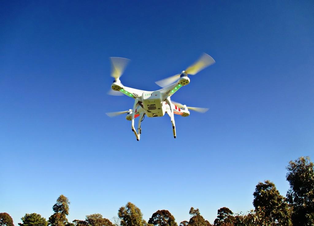 drone-792995_1280