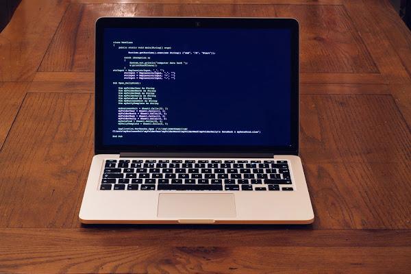 macbook 3777665 1920 1